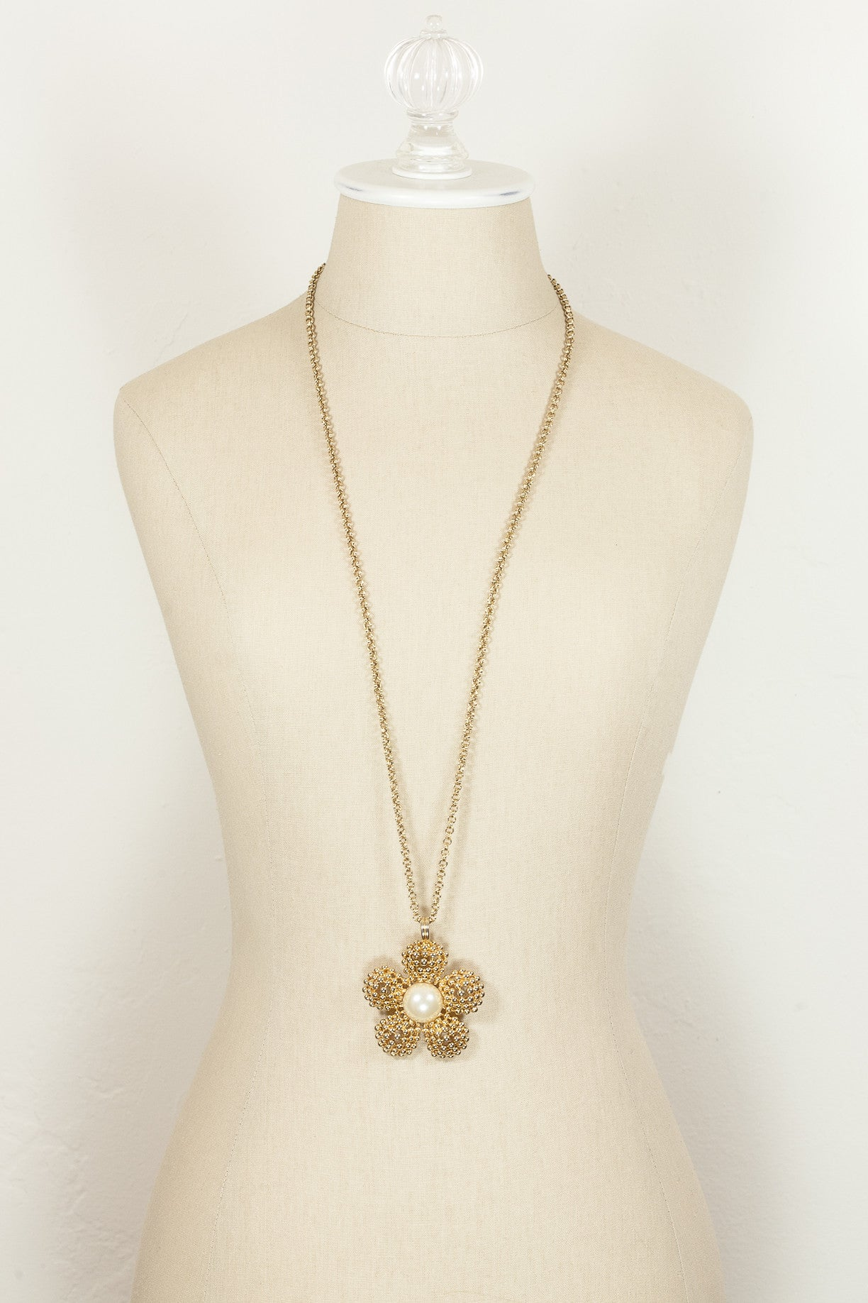 60's__F.O.__Bold Daisy Pendant Necklace