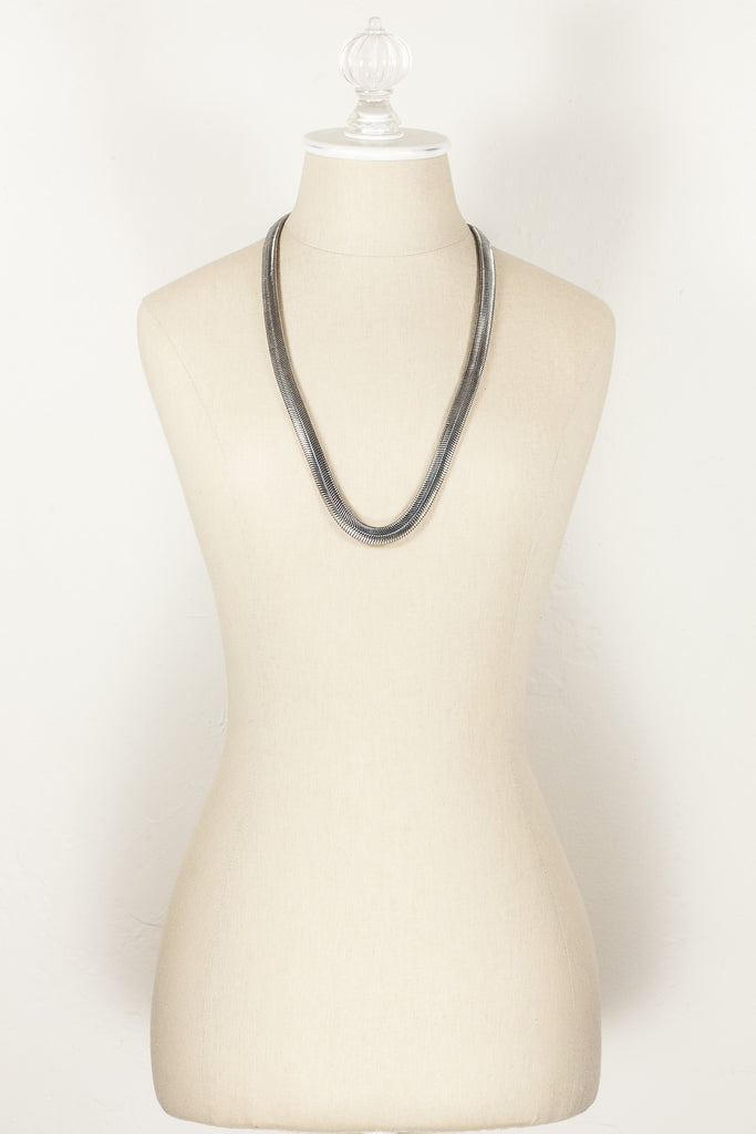 70's__Vintage__Silver Serpentine Necklace