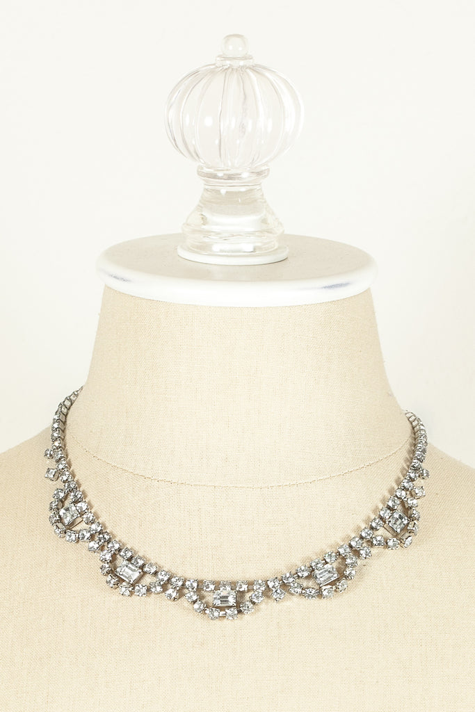 60's__Vintage__Rhinestone Scallop Necklace