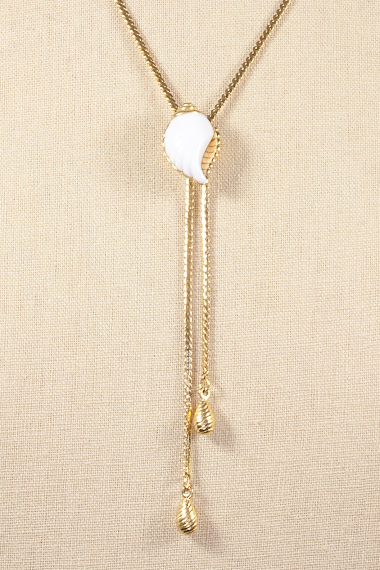 80's__Avon__Seashell Lariat Necklace
