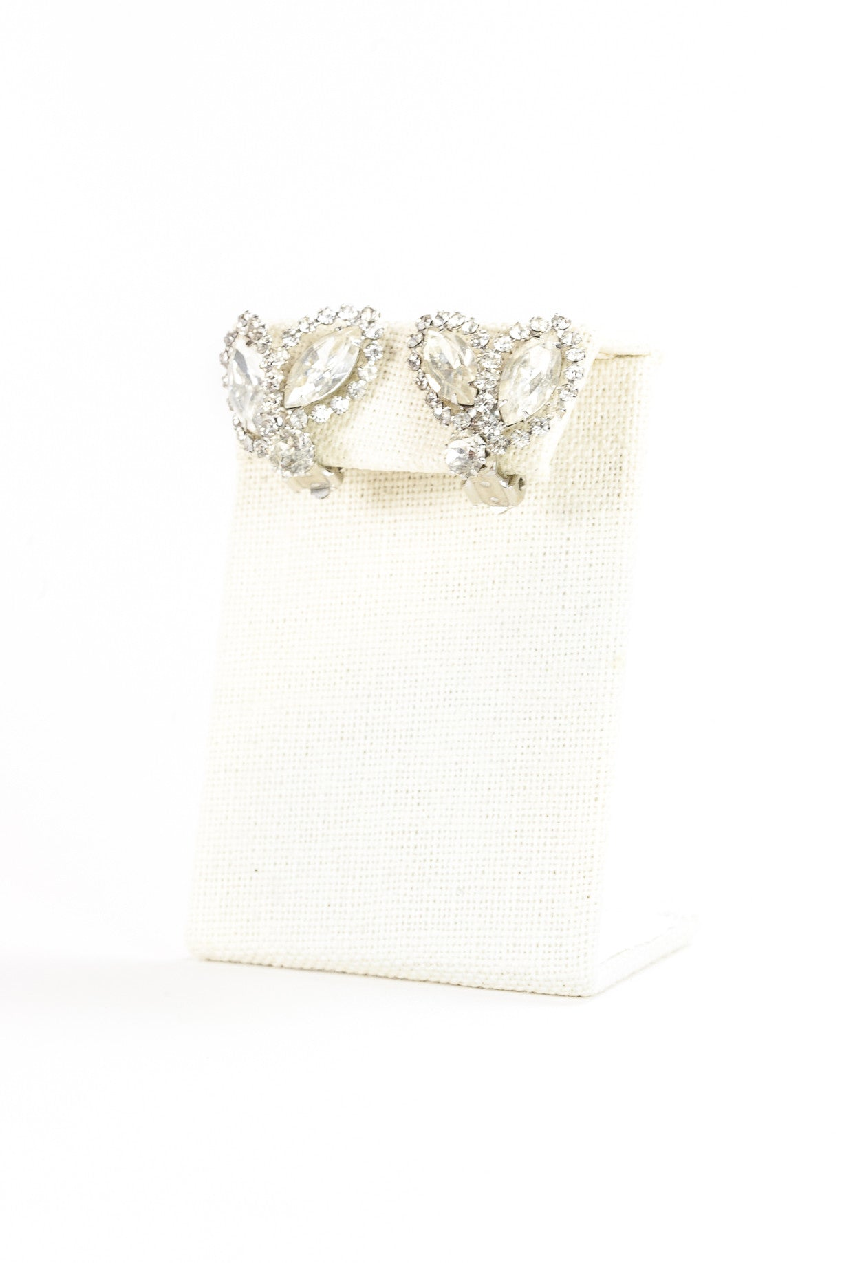 50's__Weiss__Rhinestone Leaf Shaped Clips