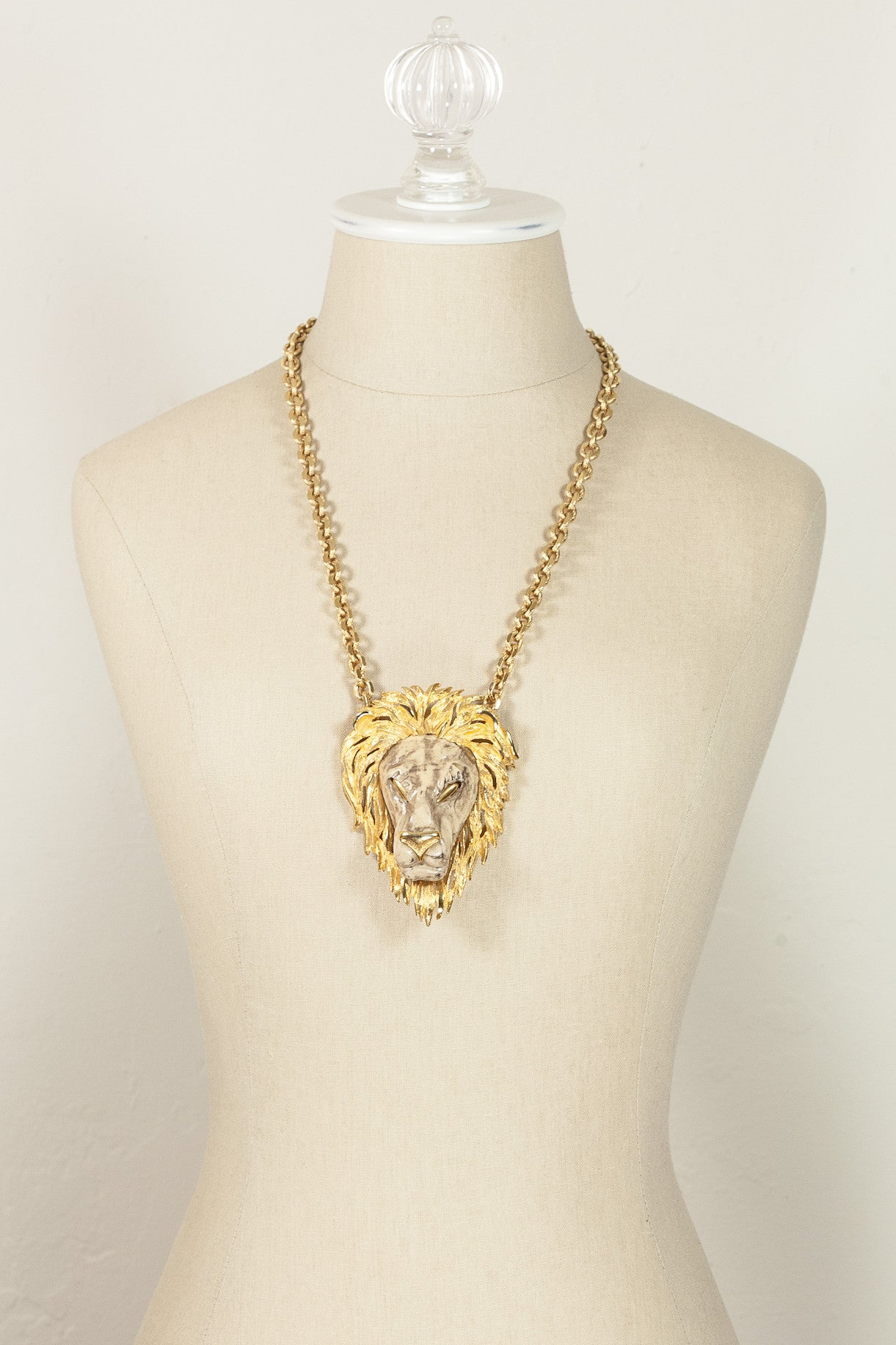60's__Razza__Bold Lion Pendant Necklace