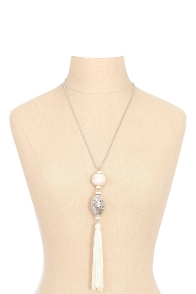 90's__Vintage__White Tassel Necklace