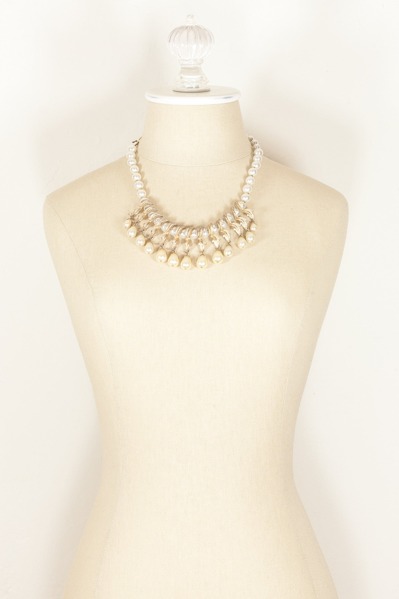 50's__Vintage__Pearl Feather Statement Necklace