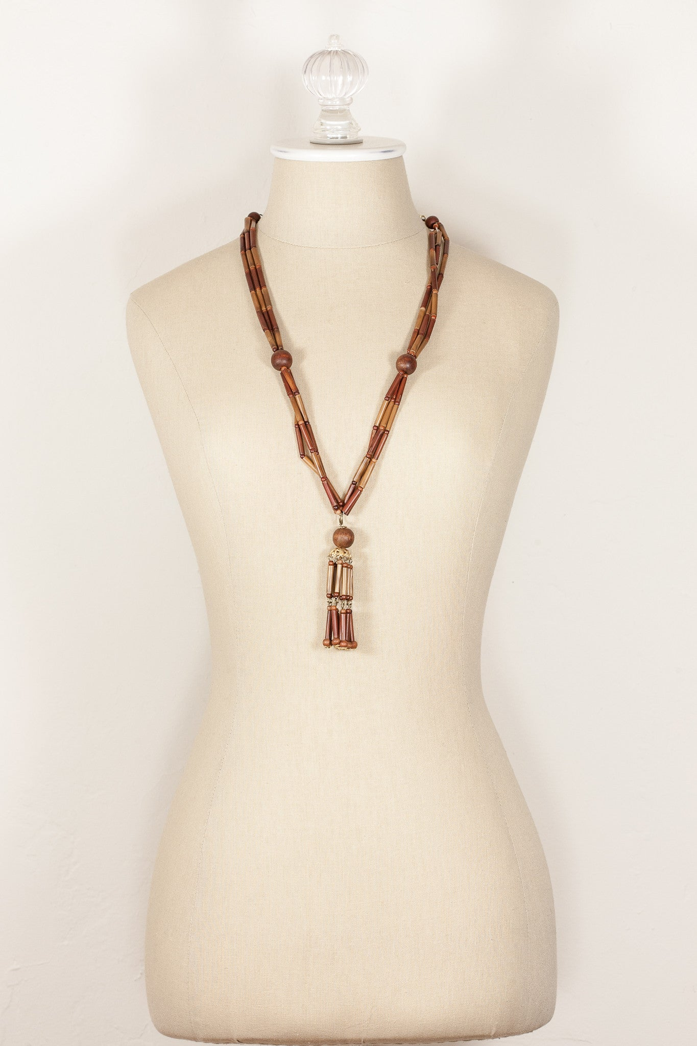 60's__Vintage__Lightweight Tassel Necklace