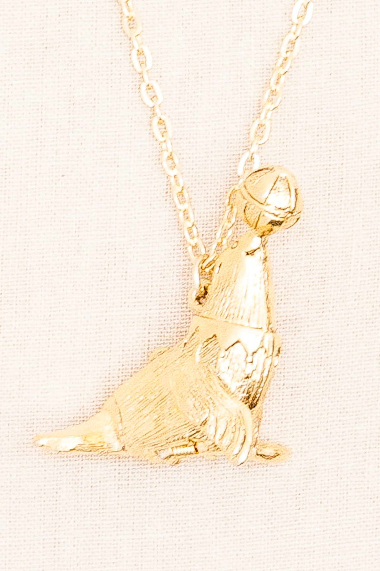 80's__Vintage__Seal Pendant Necklace