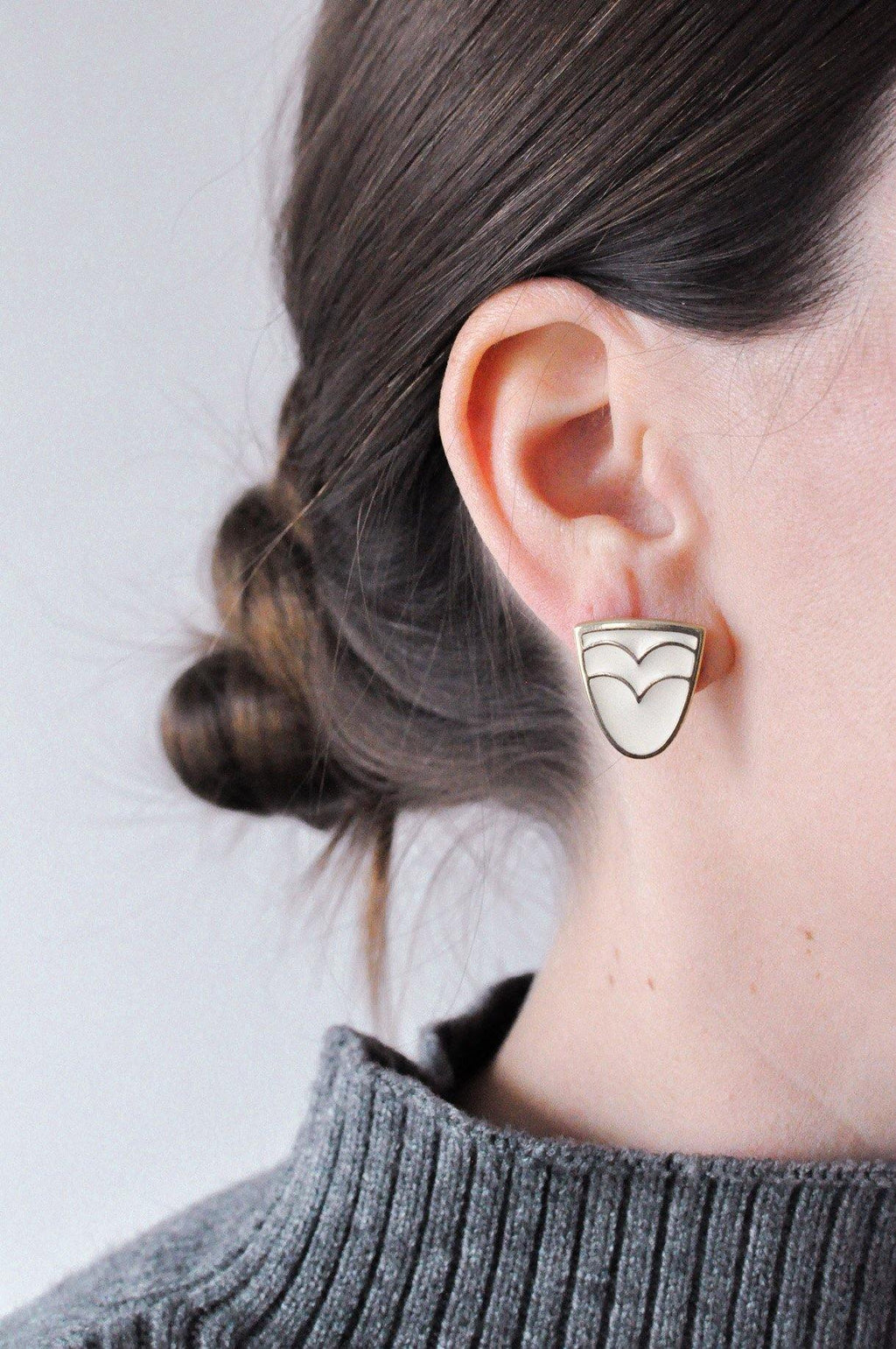 Cream Wave Pierced Earrings
