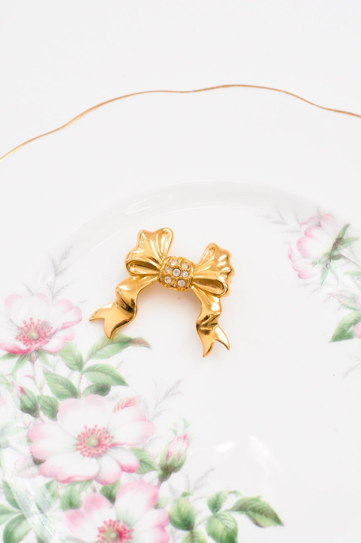 Vintage mini Joan Rivers bow pin from Sweet & Spark.