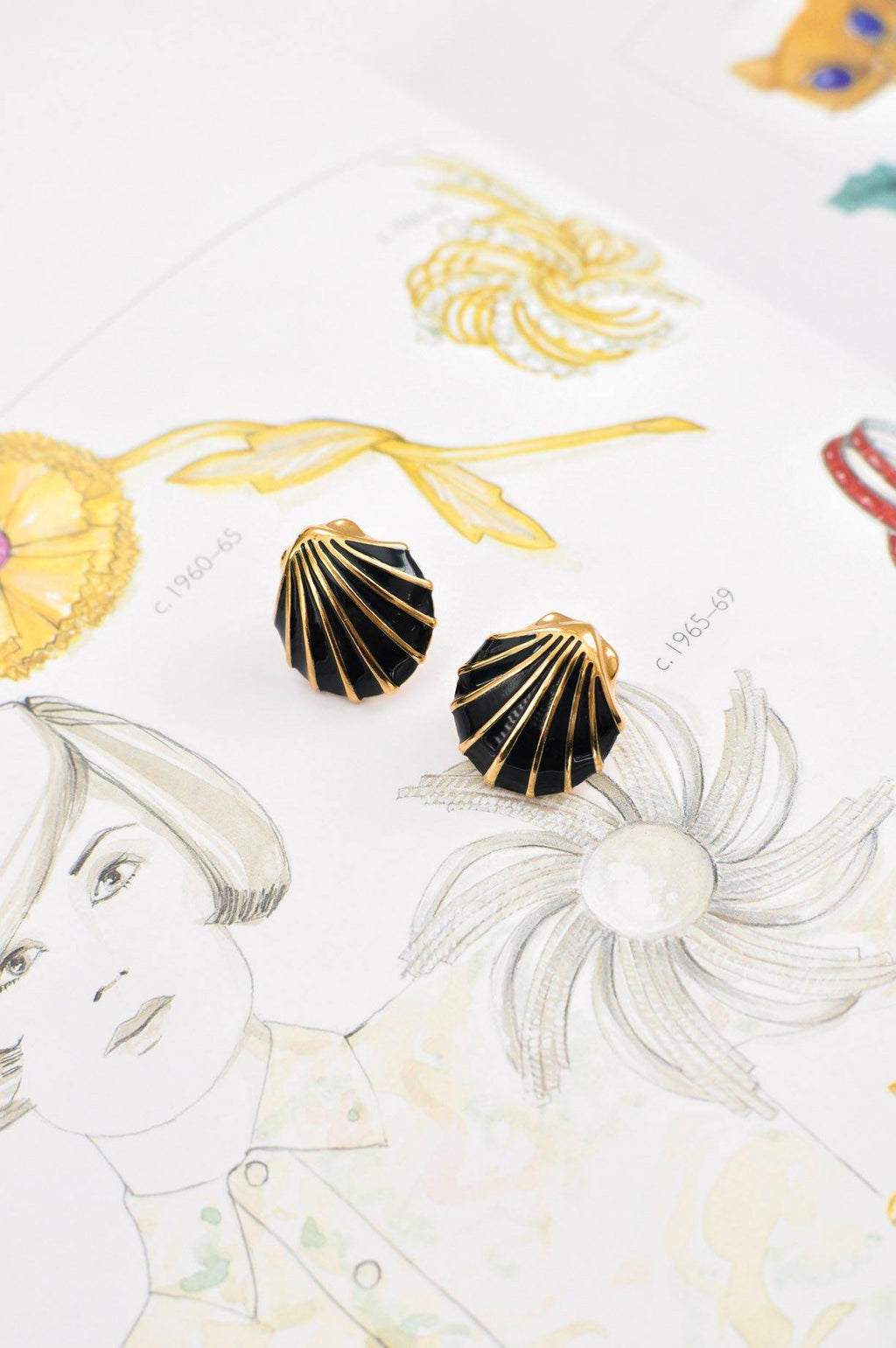 Enamel Seashell Pierced Earrings
