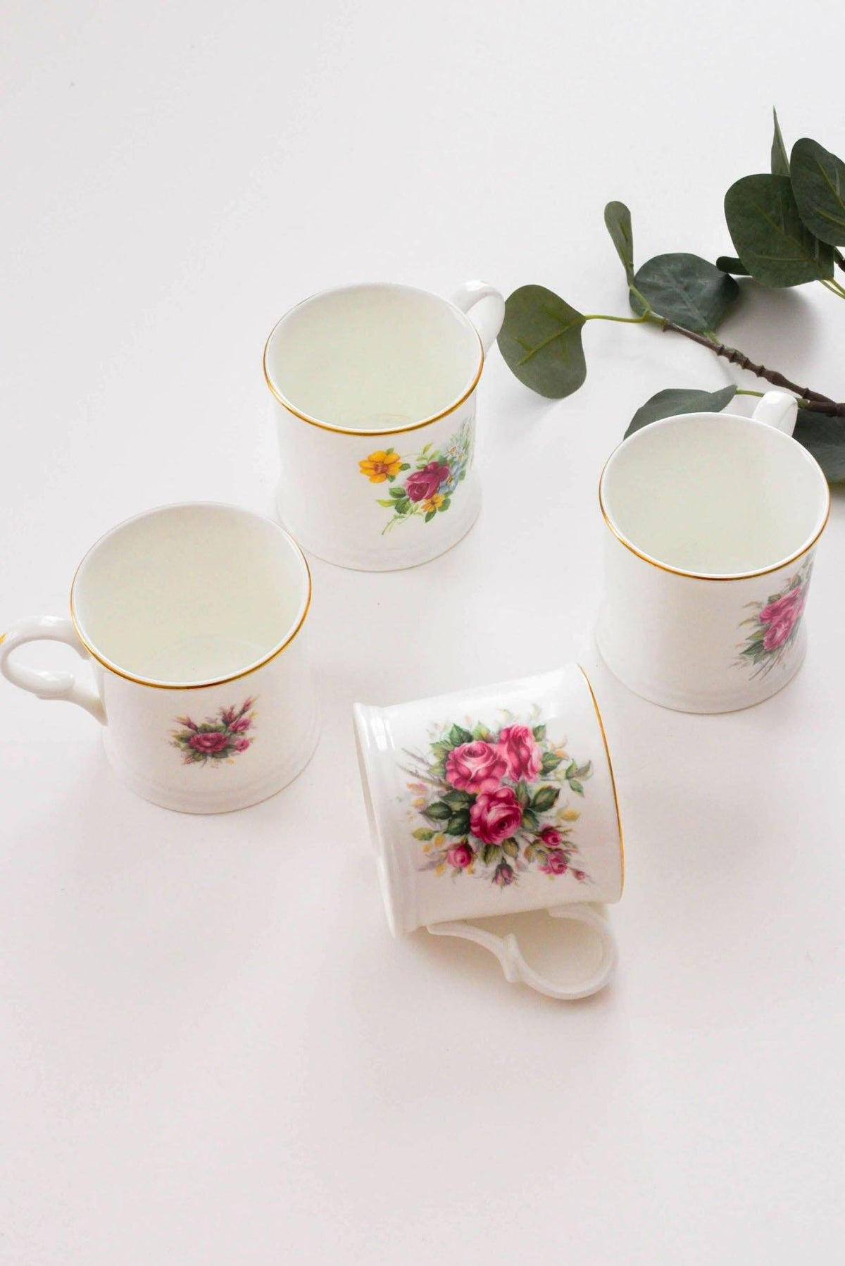Set of 4 floral vintage mugs from Sweet & Spark.