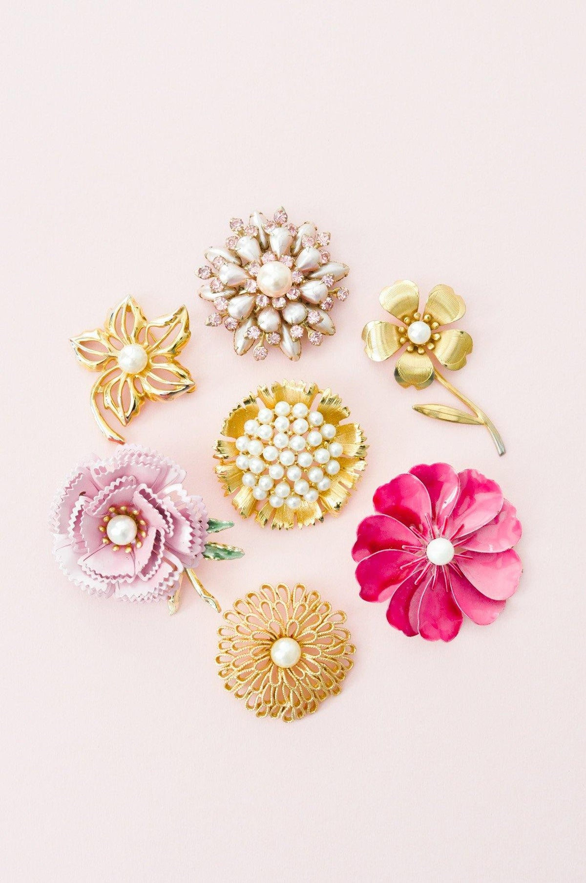 Vintage pearl brooches from Sweet & Spark.