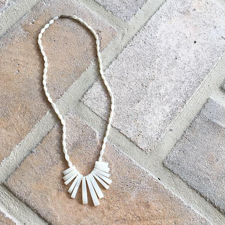 50's Dainty Shell Fringe Necklace