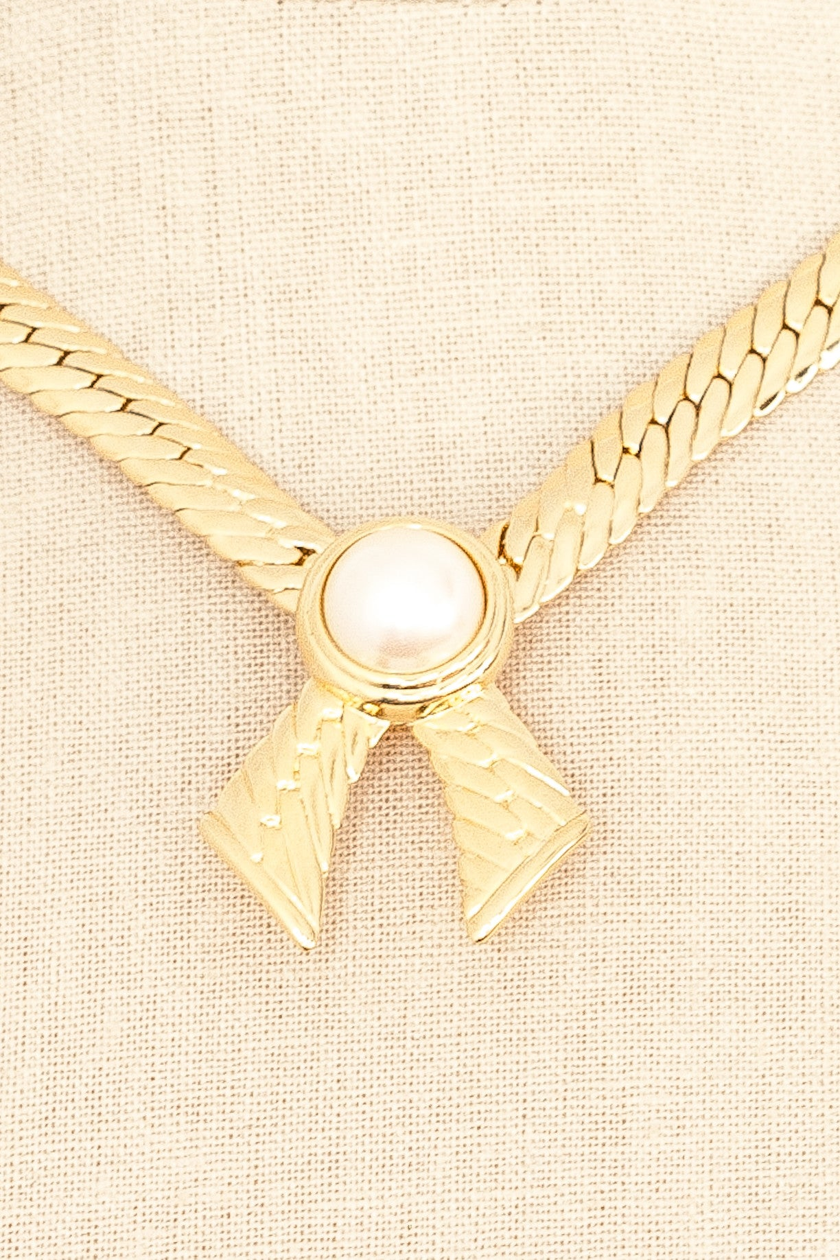 80's__Joan Rivers__Pearl Bow Necklace