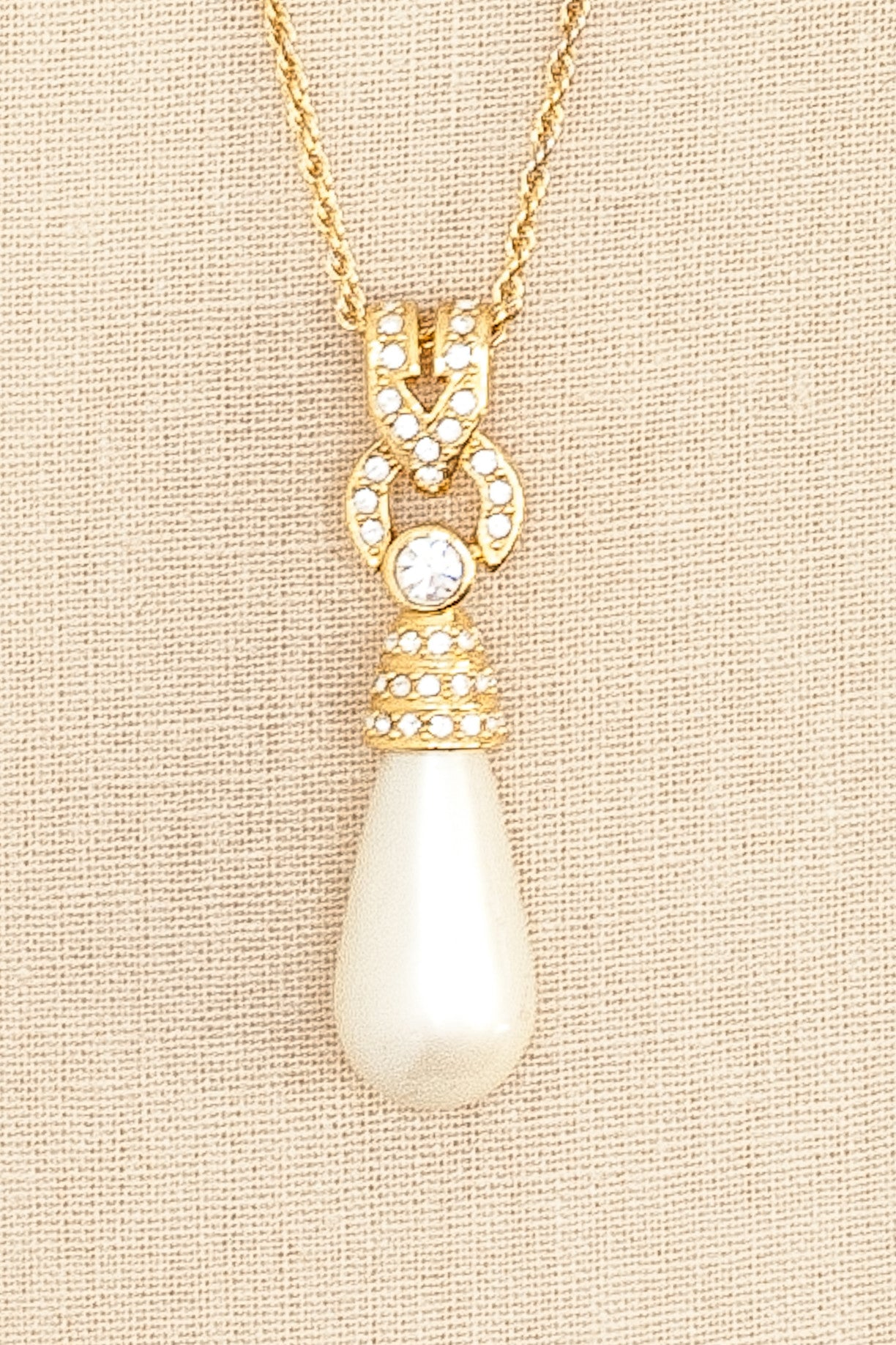 80's__Joan Rivers__Pearl Pendant Necklace