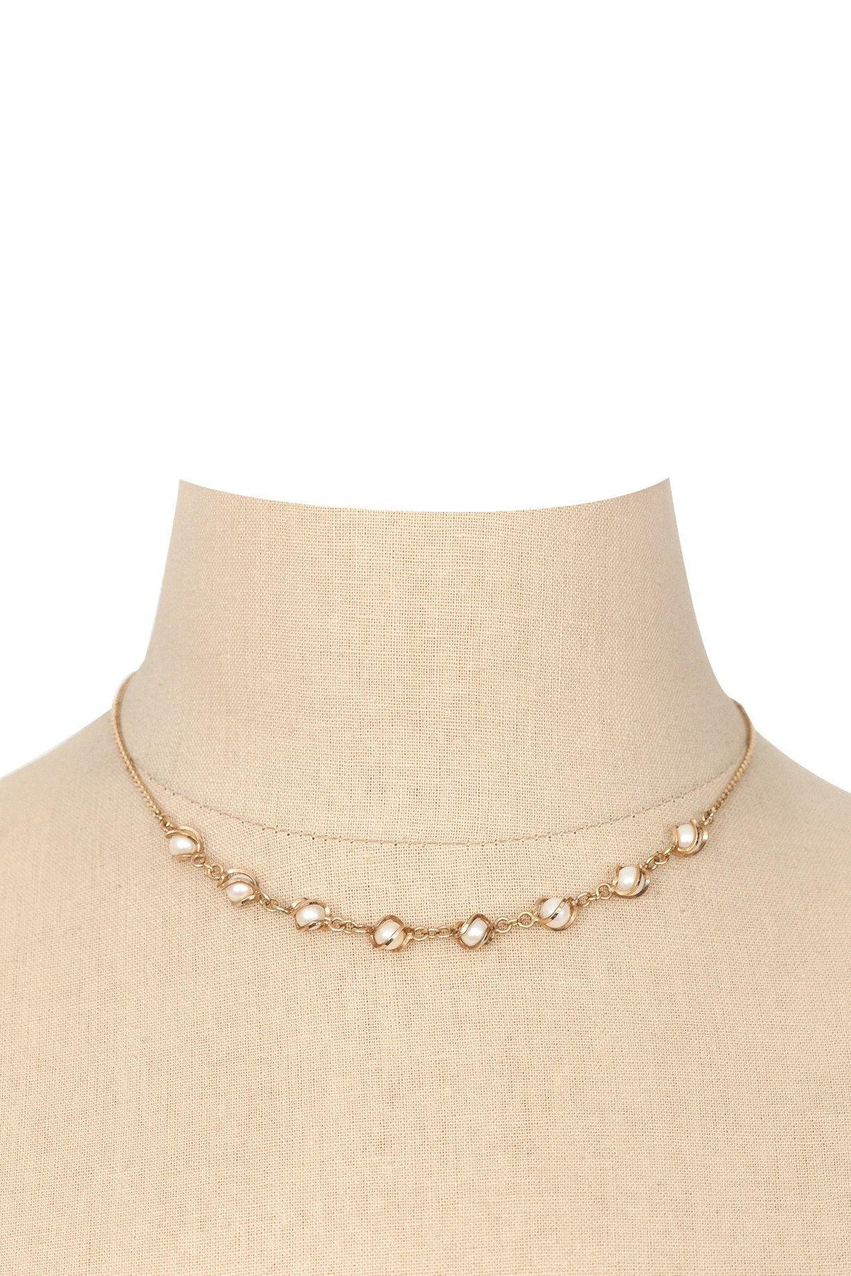 70's Vintage Dainty Pearl Necklace