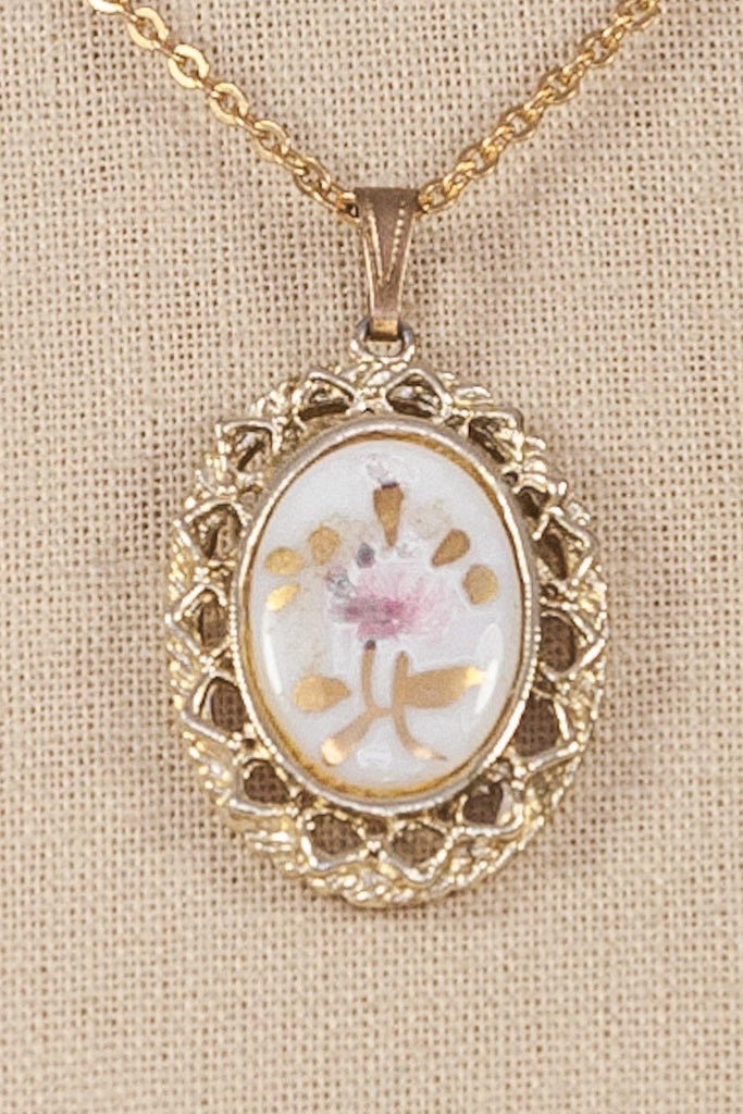 60's__Vintage__Floral Pendant Necklace
