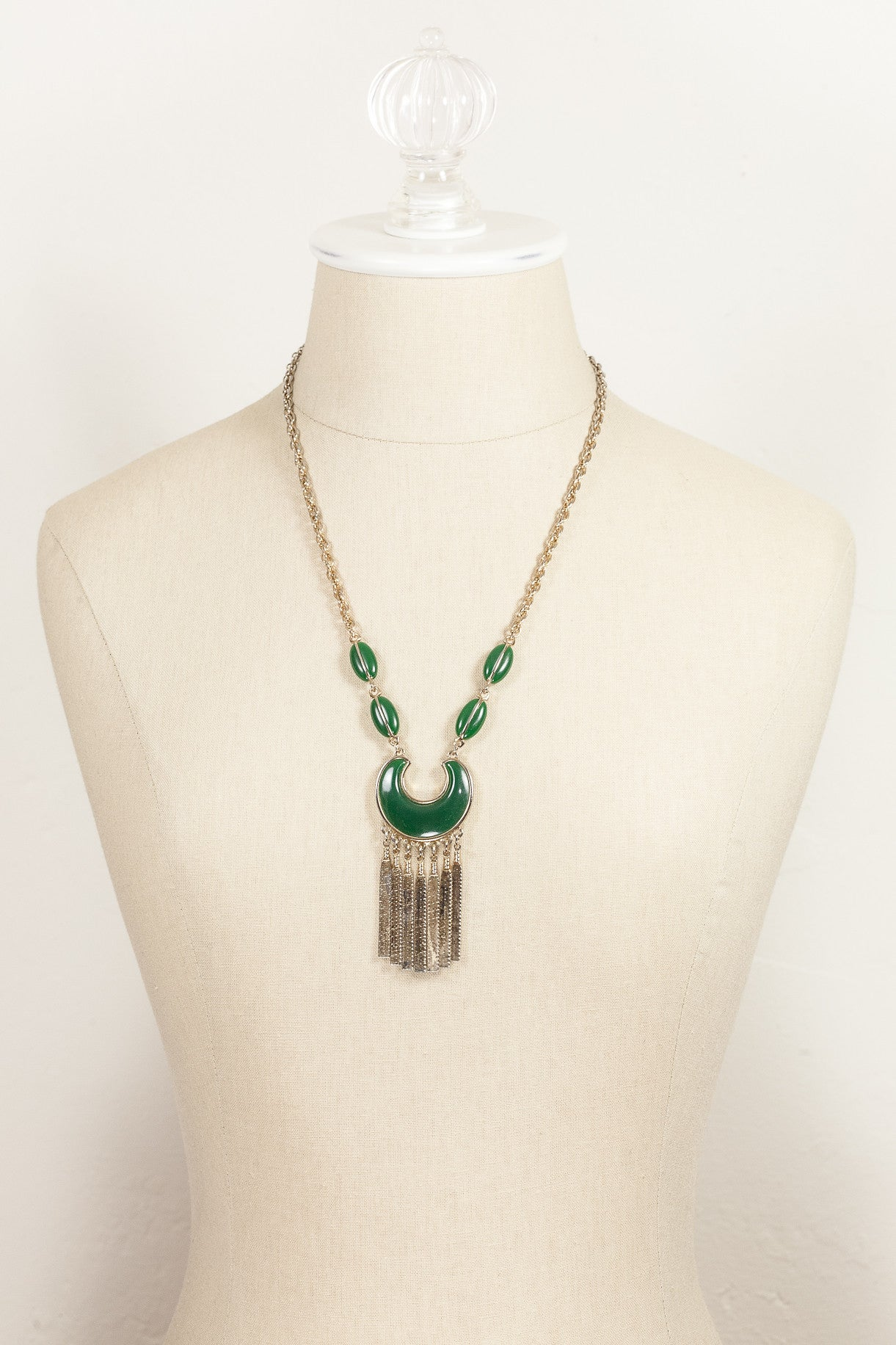 60's__Vintage__Green Tassel Necklace