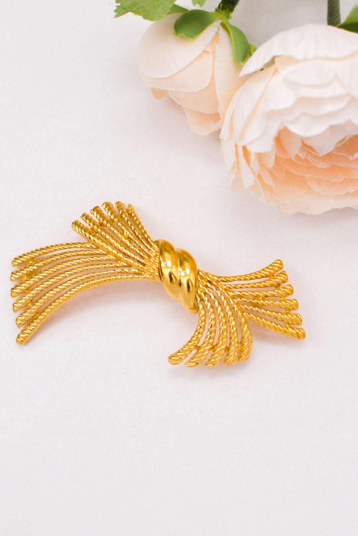 Rope Knot Gold Brooch