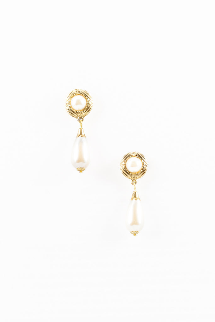 70's__Vintage__Classic Pearl Drop Earrings