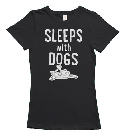 Sleeps with dogs t-shirt - Black