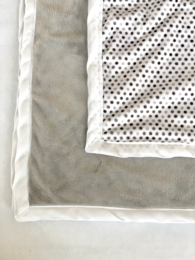 Daydreamer ™ - Pocket Blanket - Large 46x49 - Grey Polka Dot Minky