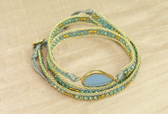 Bracelet w crystal, brass and chain - Blue