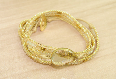 Bracelet w crystal, brass and chain - Cream