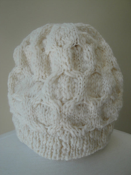 Cable knit cap - white winter