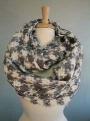 Interlocking plaid infinity - Gray w white