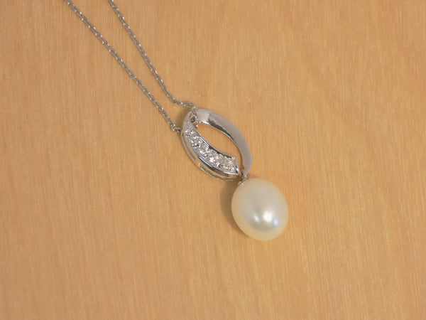 8 mm Single Oval pearl pendant 925R w/cz w chain