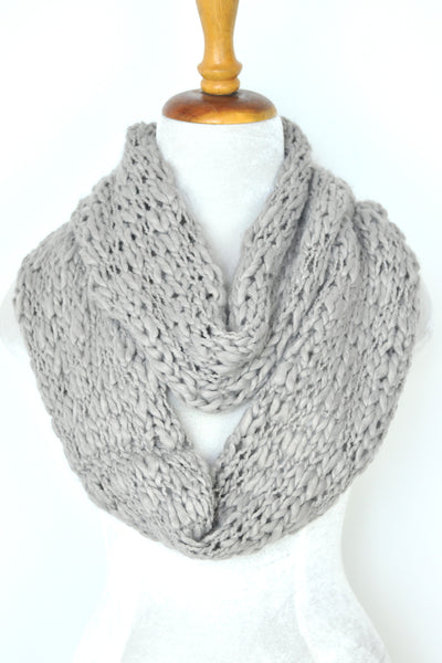 Acrylic Knit Infinity - Light Gray