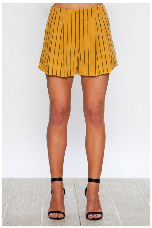 STRIPED LINEN SHORT WITH PLEATED FRONT, Mustard