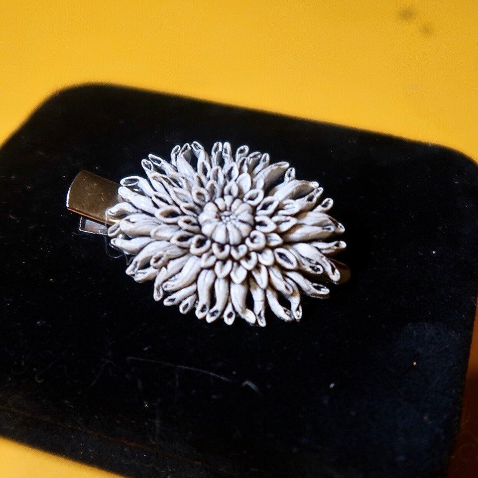 Upcycled Vintage Flower Hair Clip - Everyday in Retrograde