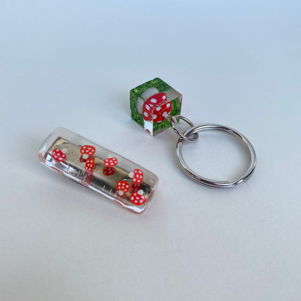[Made To Order] Keychain & Clip Set- Amanita