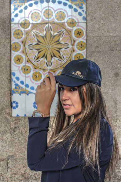 Girl with montado cap in blue color