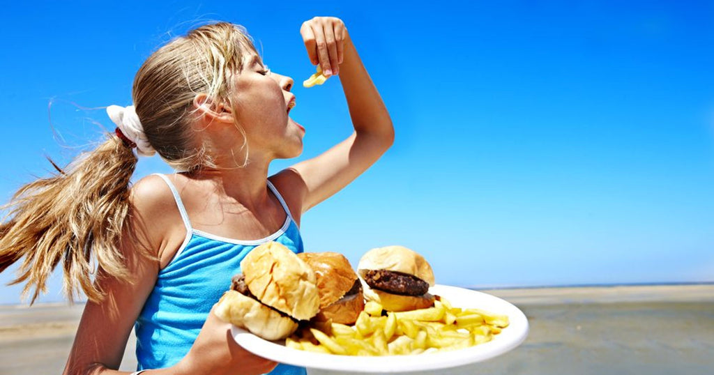 stop the spread of germs eating at the beach