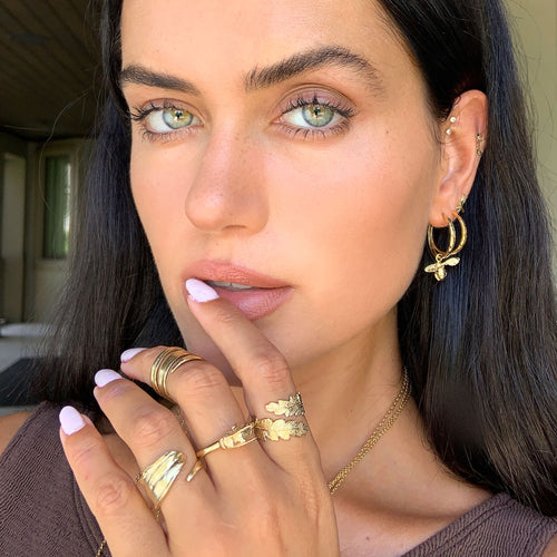 Talia Richman wears Catherine Zoraida Gold Honeybee Ring