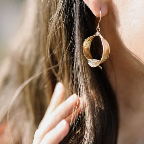 Gold Mistle Kiss Earrings