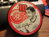 Detroit Red Wings #10 Alex Delvecchio Heroes Hockeytown Puck NIP