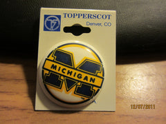 Michigan Wolverines Logo Round Plastic Pin New Old Shelf Stock