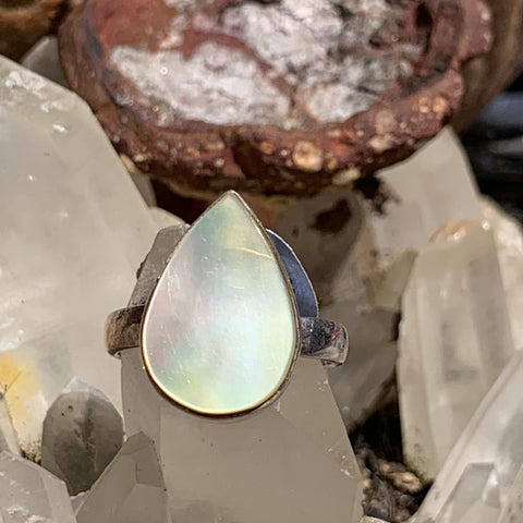 Mother of Pearl Ring sz7