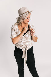 Breastfeeding top | Breastfeeding friendly clothing | Gingham breastfeeding top