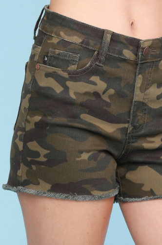 XL ONLY Camo Cut-Off Shorts - RoseabellaCo