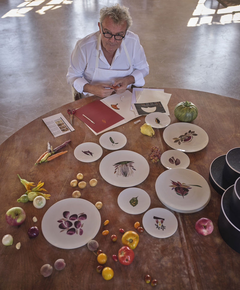 Photo du chef Alain Passard avec la collection de porcelaines Dame Nature Maison Fragile