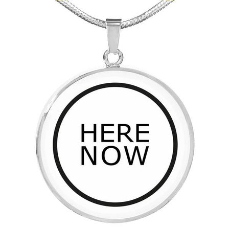 PENDENTIF HERE NOW (blanc) – IONKS N1