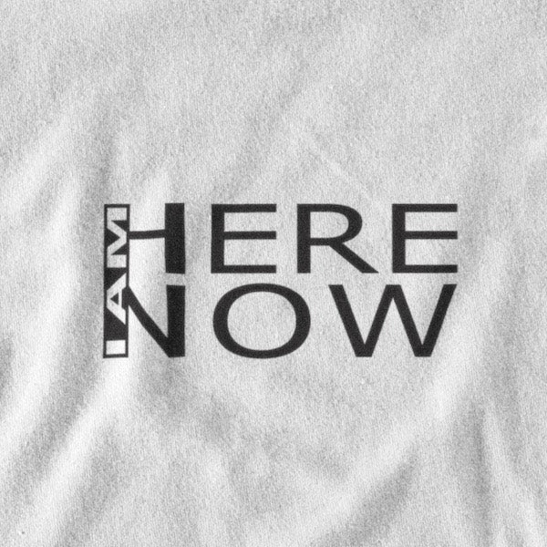 T-SHIRT UNISEXE I AM HERE NOW (blanc) – IONKS N2
