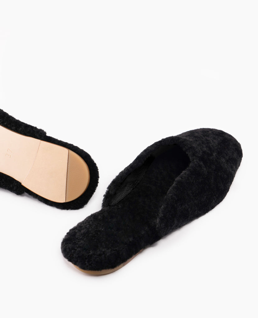 Shearling Slipper in Black