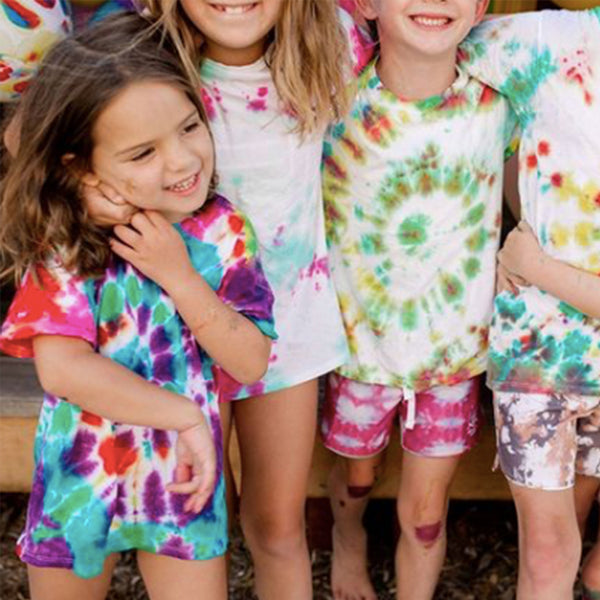 How to throw a tie dye party
