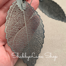 Load image into Gallery viewer, Gray metallic leaf filigree earrings