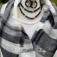 Load image into Gallery viewer, Beautiful blanket scarf - Black and white